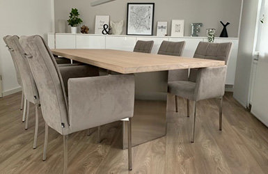Elegant und modern - Esszimmertisch mit Edelstahlwangen - Elegant und modern - Esszimmertisch mit Edelstahlwangen