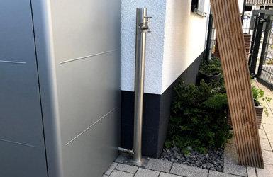 Edelstahl-Wassersäule für den Vorgarten - Edelstahl-Wassersäule für den Vorgarten