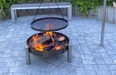 Feuer frei! Feuerschale trifft auf Schwenkgrill - Feuer frei - Feuerschale trifft auf Schwenkgrill