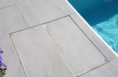 Unsere auspflasterbare Schachtabdeckung für den Poolbereich - Unsere auspflasterbare Schachtabdeckung für den Poolbereich