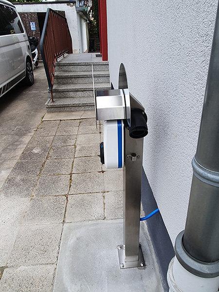 Elektroauto Ladesäule Edelstahl