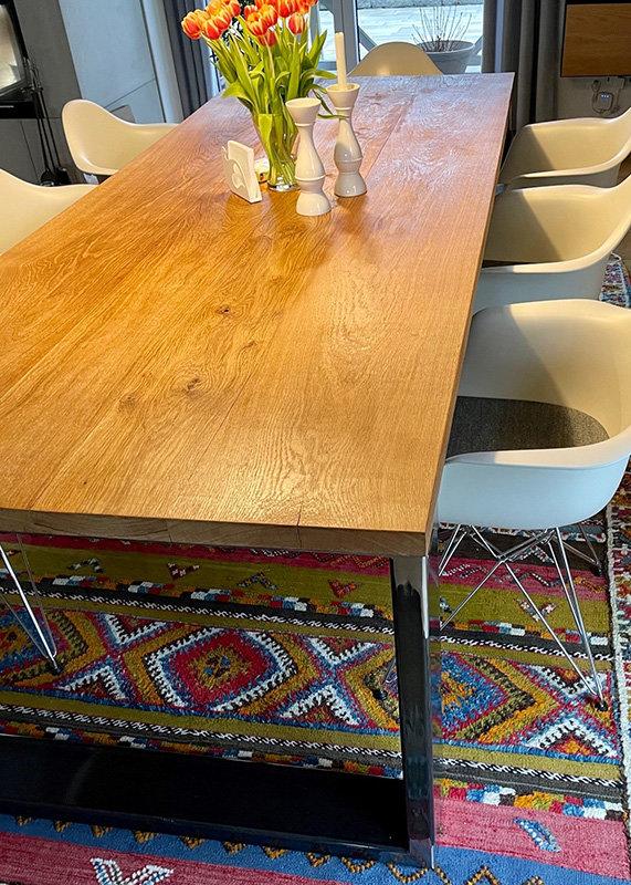 Esstisch mit Rohstahl Tischgestell