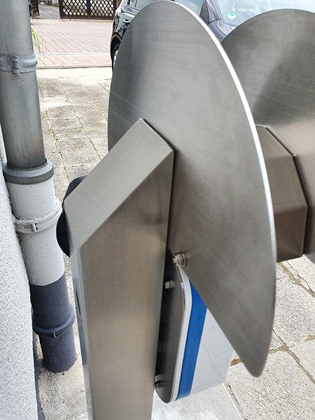 E-Auto Ladestation Edelstahl
