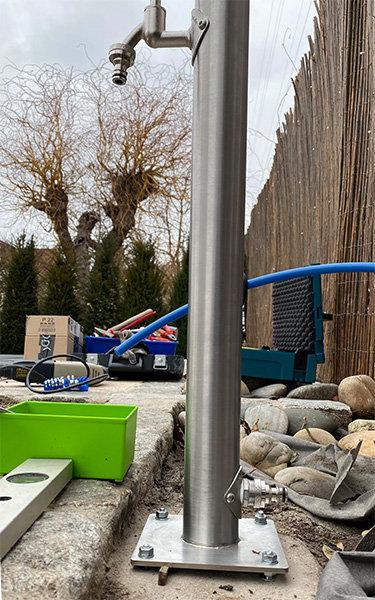 Wasserzapfstelle Edelstahl im Garten