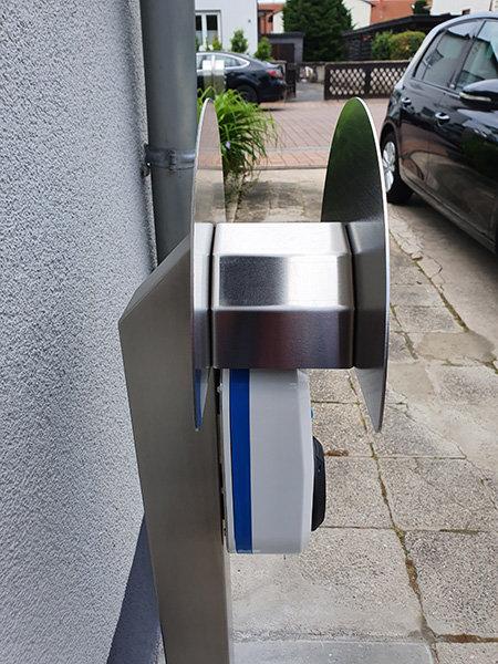 Elektroauto Ladestation Schlauchhalter