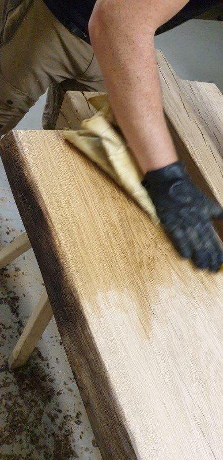 Holz mehrfach ölen