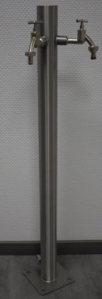 Brauchwasser Wassersäule Edelstahl SRG950 K240 geschliffen mit zwei Auslaufhähnen (1 Stück)